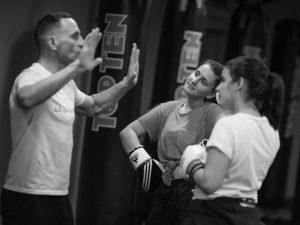 On vous en saignera des cours sur mesure de boxe félonne, de boxe anglaise, de crossfit en version crosstraining, ou des cours de fitness, adaptés à vos besoins. Cela. peut être fait en team building dans nos locaux ou in situ