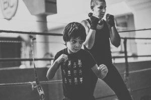 Ce cours de boxe anglaise permet à vos enfants, grâce à l'enseignement en éducatif, d'apprendre en sécurité les rudiments de ce sport.